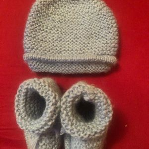 Cute hat and slippers for baby